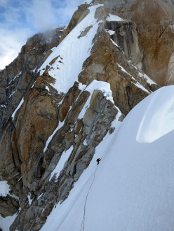 Tooth Traverse: Steep traversing on a corniced ridge towards Missing Tooth