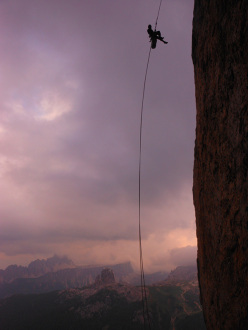 Via Lisetta, Col dei Bos, Dolomiti: Giacomo Duzzi in calata