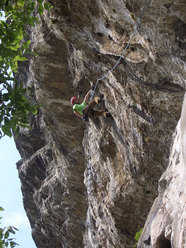 Daniele De Candido impegnato su Via di Testa, max 8b+, 7c obb sul Monte Cimo, Trentino Alto Adige.