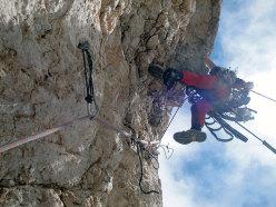 Roberto Iannilli sul terzo tiro della via Lotta di classe parete Est Corno Piccolo del Gran Sasso