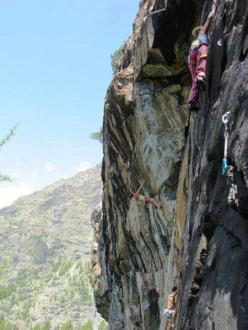 Caroline arrampica in compagnia alla Zoia Nuova