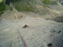 Maurizio Oviglia climbing Attraverso il Pesce (Marmolada, Dolomites)