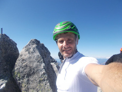 Marco Anghileri in vetta al Pizzo Badile