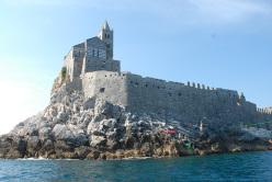 La slackline tra l'Isola Palmaria e il promontorio di Porto Venere, La Spezia.