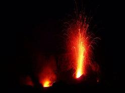 Esplosione di lava su Stromboli