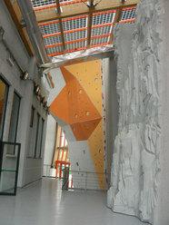 Uno scorcio del gran muro del Palaroccia