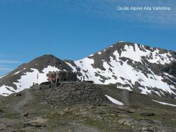 Il rifugio Garibaldi e il Monte Scorluzzo