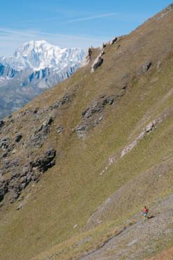 Discesa dal col Champillon vista sua maestà il Monte Bianco