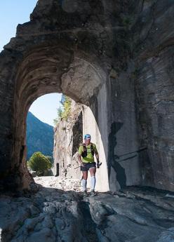 Passaggio sotto l'arco Romano Donnas