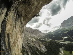 Jacopo Larcher repeating Vint ani do (8a+, 350m) Meisules de la Bièsces, Dolomites