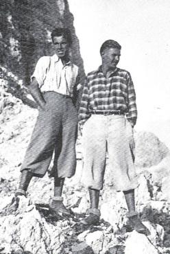 Battista Vinatzer e Vinzenz Peristi davanti alle Torri del Vajolet (Catinaccio-Rosengarten, Dolomiti)