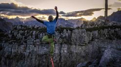Tobias Plaickner practises Yoga online