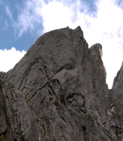 Playing with Fire, (500m, 5.10-, Dave Anderson, Szu-ting Yi, Yunching Liu) South Ridge, Seerdengpu