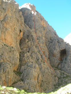 The route line of Cani Randagi (300m, 6b), Aladaglar, put up by Jimmy Palermo, Tommaso Salvadori and Ivan Testori.