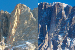 Th collapse of Su Alto, Civetta, Dolomites that occurred on 16 November 2013. In the photo on the left the lines of the two routes (Via Piussi left, via Livanos right), in the photo on the right the face after the collapse.