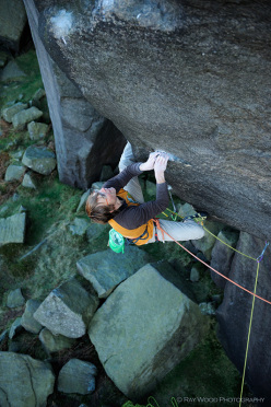 Ben Bransby climbing The Parthian Shot, Burbage South, England