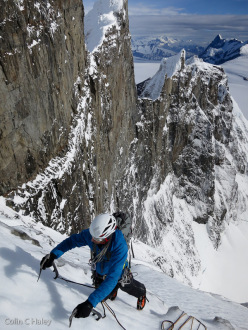 Rolando Garibotti traversing from near the top of the ramp to the AI3/M3 gully which gives access to the summit ridge on La SuperWhillans, Cerro Marconi Central (Colin Haley, Rolando Garibotti 18/12/2013)