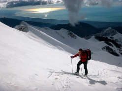 Ski mountaineering in the Apuan Alps: the final few metres to the summit of Monte Sagro