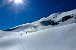 Ski mountaineering in the Apuan Alps: climbing up the hollows on Carcaraia