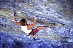 Alberto Gnerro climbing his Ground Zero 9a at Tetto di Sarre, freed in September 2002.