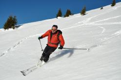 Scialpinismo in Val Visdende: Cima Manzon, Francesco Cappellari sciando sugli ampi pendii