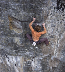 Alberto Gnerro sale Lucky Man 8b+, Gressoney.