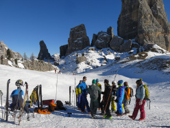 Snow safety education is often a splendid moment for many people to get together, such as this training course organised by Progetto Icaro, designed to educate young freeriders.