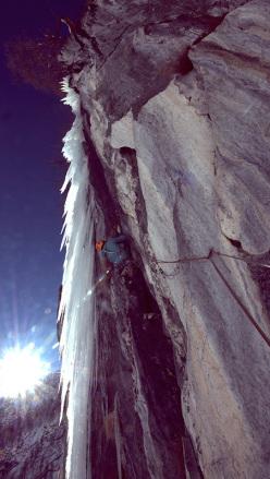 Eisarena Umbaltal: Vittorio Messini climbing Rockmaster, M8+