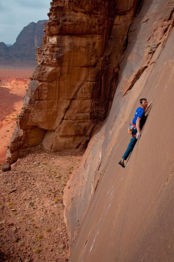 Klemen Bečan during the first ascent of Wadirumela 8b+, Wadi Rum.
