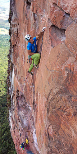 Escalador Selvatico: Rolando Larcher on pitch 10, 7b.