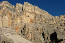 The West Face of Sass dla Crusc and the route line of La Perla preziosa