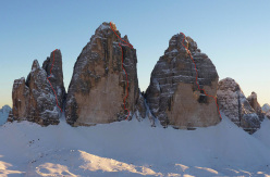 From right to left the three routes climbed by Ueli Steck & Michi Wohlleben on 17/03/2014 in circa 16 hours: first the Cassin route up Cima Ovest, then Via Comici up Cima Grande, followed by the Innerkofler route up Cima Piccola.