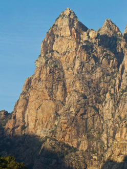 The 350 meters high wall of Capu Cascioni, 1091m.