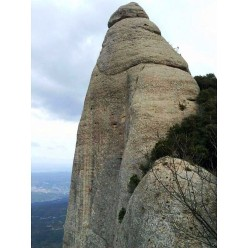Sachi Amma and Ferran Guerrero making the first free ascent of La reina de Escocia (8b+, 220m), Montserrat, Spain
