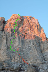 The line of ascent of AlexAnna, Punta Penia, Marmolada, Dolomites.
