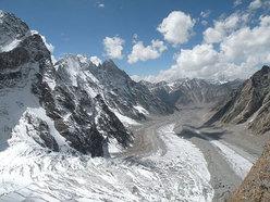 lo Jangpar Glacier e sullo sfondo la Miyar Valley