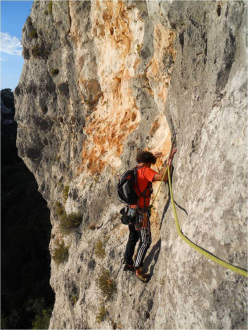 Giorgio Iurato during the first ascent of La Giocoliera del Vuoto (6a, 100m), Cava d'Ispica
