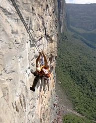 Anne Arran on the 35m Tyrolean traverse just above Camp 2 of Amuríta, Amurí wall, Venezuela.
