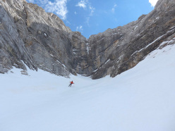 Simon Kehrer and Roberto Tasser on 14/04/2014 skiing down Sasso delle Dieci: after the abseils the route skis down the central slopes