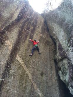 Stefano Carnati su Spirit Walker 8c, Sasso Remenno, Val di Mello