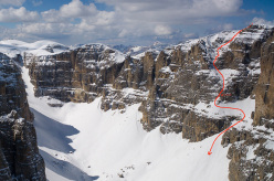 The line of the new descent down the East Face of Sass de Mesdì carried out on 09/05/2014 by Francesco Tremolada and Andrea Oberbacher