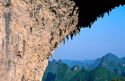 Olivia Hsu su Red Dragon (5.13d), Moon Hill, Yangshuo, Cina.