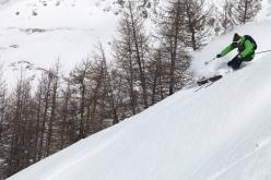 Il rider Francesco Salamone di Faction Ski Italia segna e disegna la bellissima powder di Madesimo