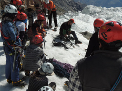 Durante il corso nel 2013 sul ghiacciaio Passu, Karakorum