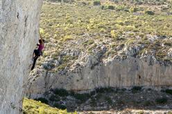 Vali Raftopoulou climbing