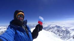 Denis Urubko on the summit of Kangchenjunga on 19/05/2014 at 9:40