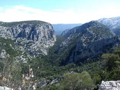 Il villaggio nuragico di Tiscali: la splendida vista sul Supramonte di Oliena