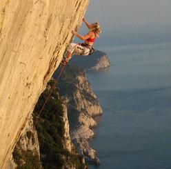 Jenny Lavarda climbing No siesta 8b Specchio di Atlantide, Muzzerone.
