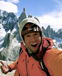 Tad Mccrea, autoscatto vicino alla cima di Aguja Rafael Juarez, Patagonia