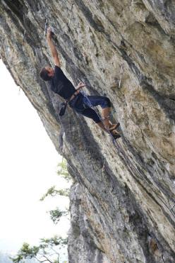 Giorgio Bendazzoli in arrampicata al Covolo (VI)